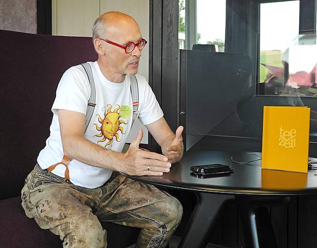 Johannes Gutmann v svojih značilnih, 90 let starih  usnjenih hlačah