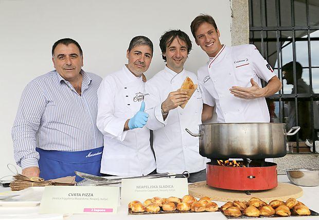 Kulinarični del so ob Tomažu Kavčiču (drugi z desne) in  izbranih gostincih  obogatili   gostje iz Neaplja,  mojster ocvrtih  pic Cristiano Piccirillo in slaščičarski mojster  Salvatore  Capparelli.