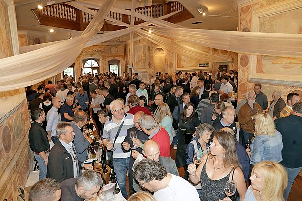 Letošnja izvedba festivala Okusi Vipavske je oba dneva postregla z rekordnim obiskom. Osrednji vinsko  kulinarično dogodek na Vipavskem se bo  iztekel jutri,  ko se bo zaključil tudi kulinarični mesec.