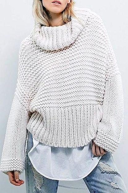 Zelo v modi so  bolj ohlapni puloverji, ki deluje preveliko in  rahlo moško.