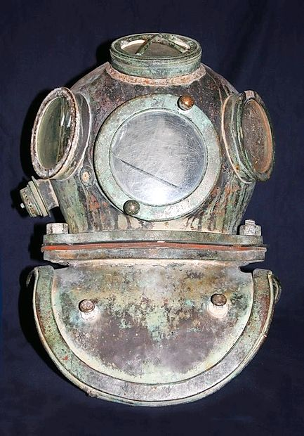 Čelada iz  (približno) leta 1905, ki so jo uporabljali potapljači  avstroogrske vojne mornarice.