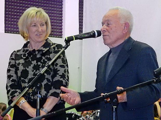 Zdajšnja ravnateljica na Dobrovem Vesna Filej in ravnatelj ob otvoritvi leta 1966 Peter Žigon.