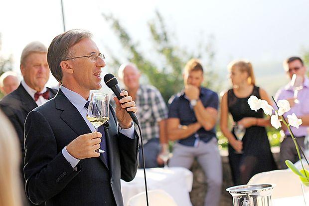 Paolo Basso je obiskovalcem na dvorcu Zemono podelil  nekaj svojega obširnega znanja o vinu.