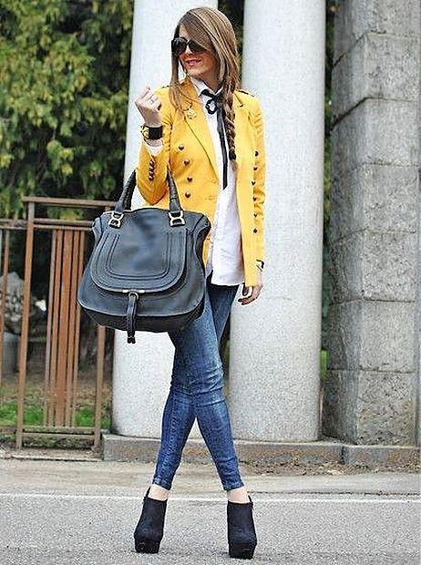 Rumen suknjič se odlično poda k jeansu.