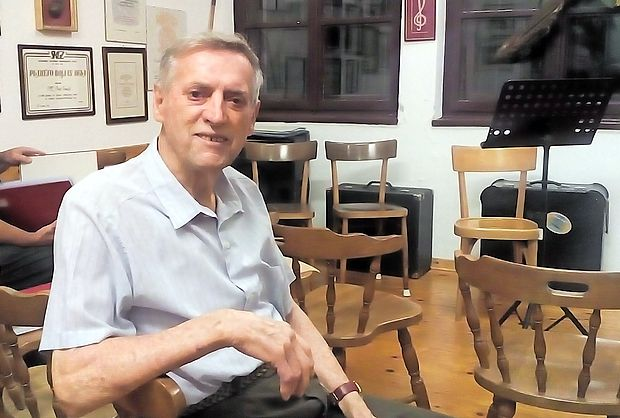 Silvo Križmančič pride vsak torek med prvimi na vaje  tržaškega partizanskega zbora  na Padriče.