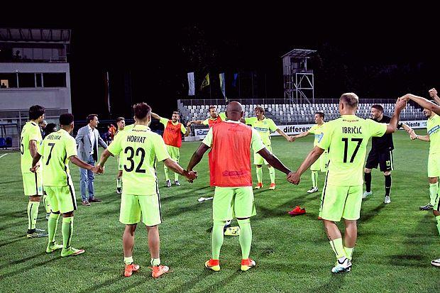 Slovenski nogometni prvoligaš Koper ima v spomladanskem  delu sezone dva novinca.