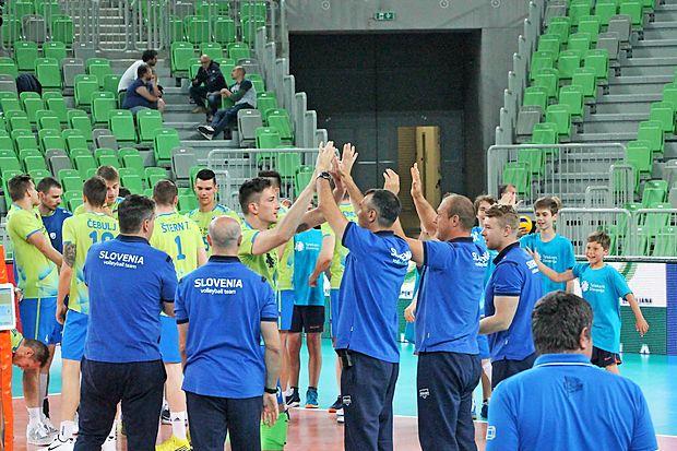 Iz Odbojkarske zveze Slovenije (OZS) so sporočili, da slovenska moška odbojkarska reprezentance v prihodnji sezoni  ne bo med 16 ekipami, ki bodo igrale v najmočnejšem  razredu svetovne lige.
