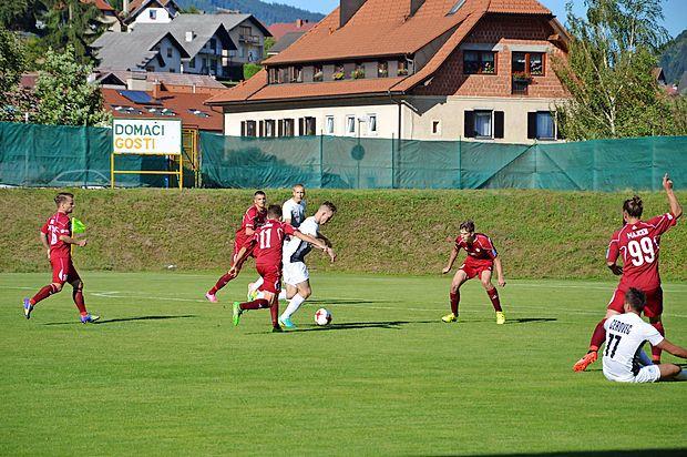 Ankarančani (v belih dresih) so v soboto osvojili prvo prvoligaško točko.