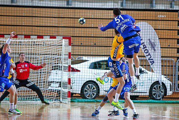 Izolan Borut Mačkovšek (v skoku) bo moral s Celjani premagovati visoke ovire v ligi prvakov.