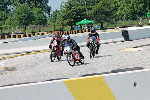 Na dirkalnem poligonu mejnega prehoda v Vrtojbi bo tudi  zanimiva dirka starodobnikov.