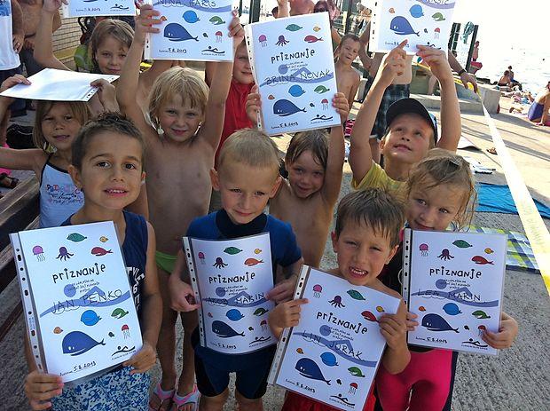 Plavalni klub Koper slovi po množičnosti, saj je vanj v<br /><br /> povprečju včlanjenih od 250 do 300 otrok.