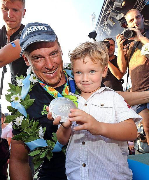 Vasilijevo zadnje olimpijsko srebro v rokah sina Talina