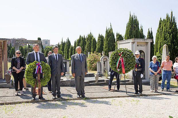 Župana Igor Marentič in Roberto Dipiazza sta se poklonila žrtvam vojne.