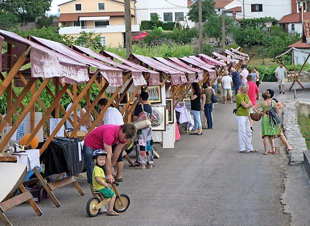 Na tržnici so se predstavili številni domači in tuji ponudniki.