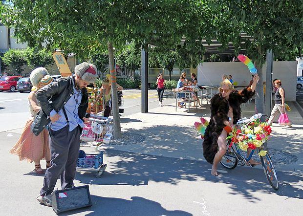 Mladifest so z Beraškim balom po sežanskih ulicah začeli  včeraj zgodaj popoldne.