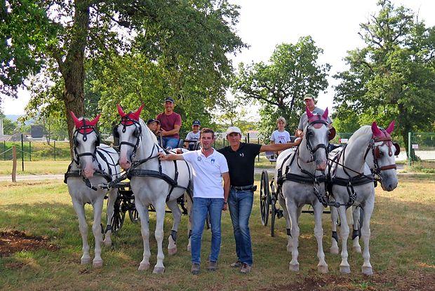 Slovenska reprezentanca skupaj z Benjaminom Aillaudom med treningom. Od leve proti  desni Miha Tavčar, Klemen Turk, Benjamin Allaud in Mitja Mahorčič.
