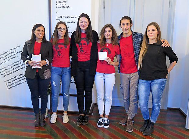 Mentorica Maja Prešeren z ekipo podjetnih dijakov