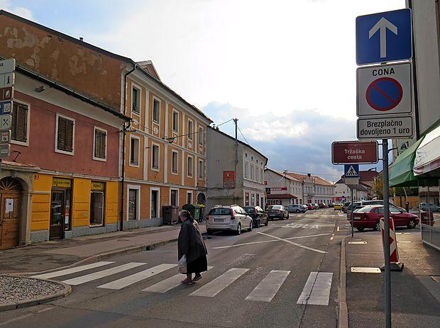 Tržaška cesta v središču Postojne bi lahko bila bolje izkoriščena in prebivalcem bolj prijazna.