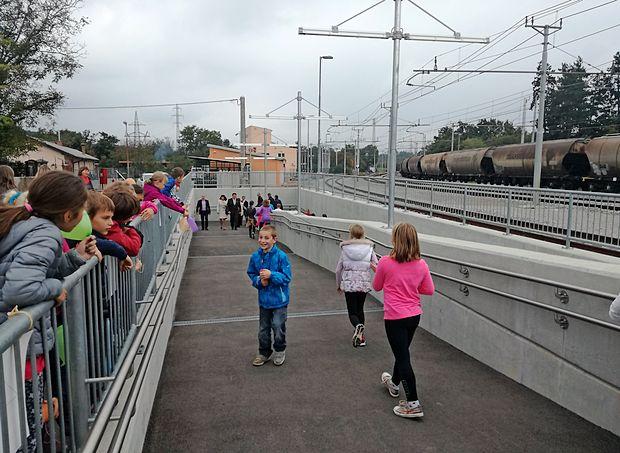 Včeraj so odprli tretji železniški podhod v Divači, ki bo po  dolgih letih spet povezal center z zahodnim delom mesta.