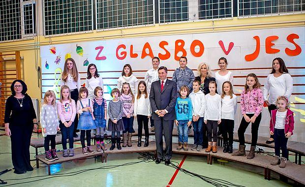 Košanski šolarji so bili nadvse veseli, da se je njihovega  dobrodelnega koncerta udeležil tudi predsednik države Borut Pahor.