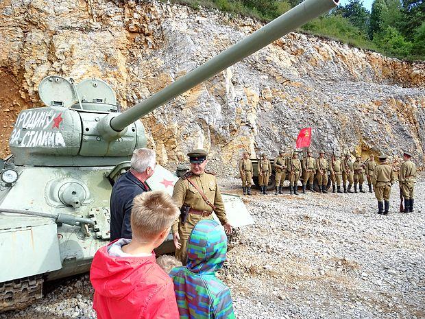 Tank Ruske armade in četa, ki se je udeležila spopada pri  Labi.