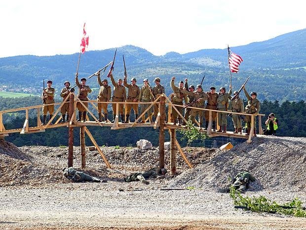 Tako so se na mostu čez Labo srečali ameriški in ruski vojaki,  ki so prej premagali nemške.