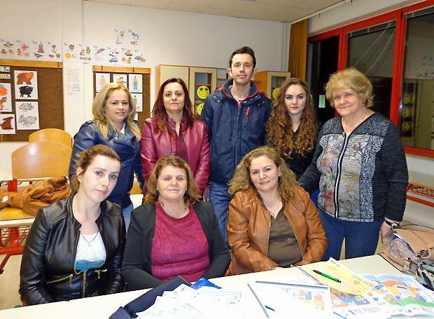 Udeleženci tečaja slovenskega jezika skupaj z učiteljico  Nevo Lipolt (skrajno desno).