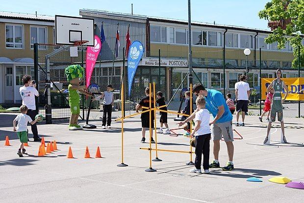 Šolski kompleks pod Kremenco bodo prihodnje leto (spet)  širili, jeseni pa bo vse otroke sprejel z zasilnimi ukrepi.