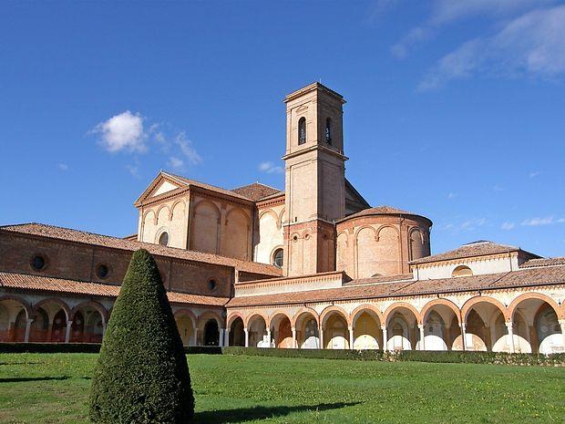 Kartuzija in cerkev sv. Krištofa, okoli njiju pa veliko pokopališče