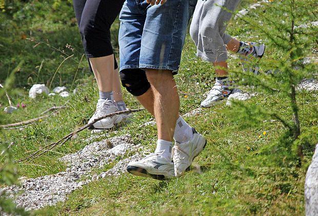 Vsakdo bi moral vsak dan pešačiti vsaj pol ure, svetujejo  zdravniki.