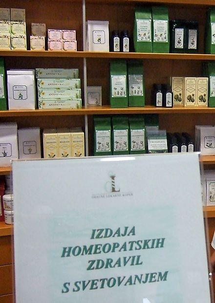Lekarne, ki prodajajo homeopatska zdravila,  nudijo tudi svetovanje o njihovi uporabi in, kar je  še posebej pomembno, za vsakega bolnika določijo primeren odmerek takšnega zdravila.