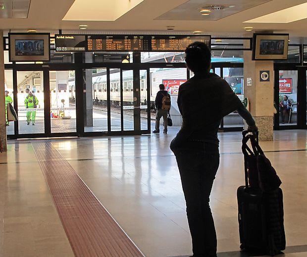 Potniki, ki potujejo na območja z malarijo, bi se morali  seznaniti z načini zaščite in opremiti z zdravili.