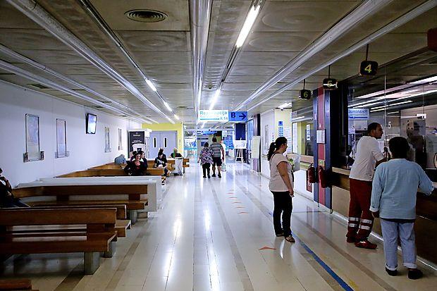 Za prijavnimi okenci v izolski bolnišnici je odpadlo iskanje bolniških kartonov v papirnati obliki,  saj so zdaj vsi v elektronski obliki, dostopni vsem zdravstvenim delavcem, ko jih potrebujejo.