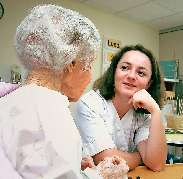 Za demenco iz leta v leto oboleva vse več ljudi, zlasti  starejših, ki zaradi bolezni potrebujejo pomoč drugih.