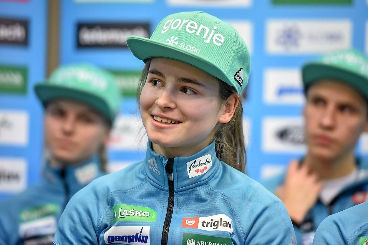 Sensible Decorativo Horno  Nika Križnar mladinska svetovna prvakinja, Ema Klinec podprvakinja -  Primorske novice