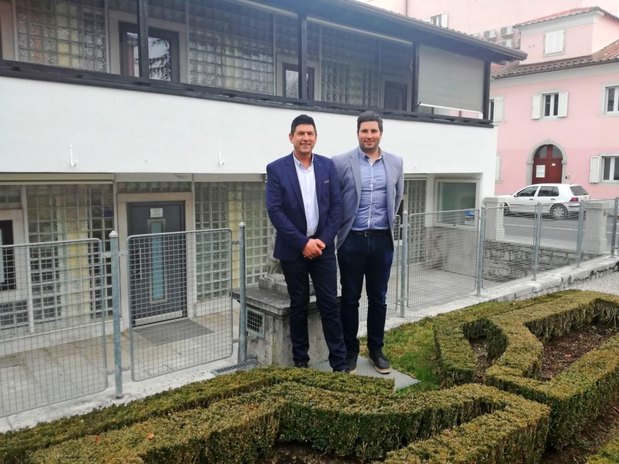 Marko Prunk (levo), novi večinski lastnik KSP, napoveduje, da bo  treba  seliti sedež KSP ob Partizanski cesti, saj je ta stavba že  pretesna. Foto: Lea Kalc Furlanič