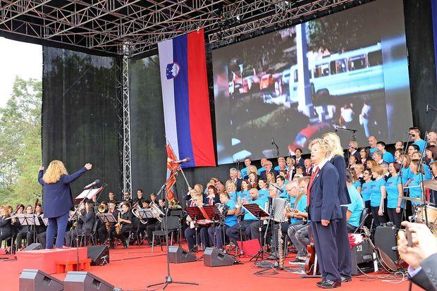 Je Primorska vrnjena ali priključena Sloveniji?