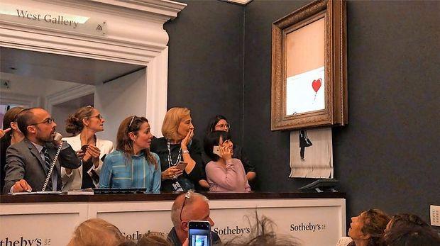 Nova lastnica deloma samouničene Banksyjeve umetnine bo nakup izvedla do konca