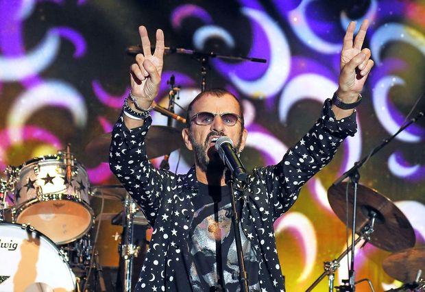 Ringo Starr s pomočjo prijateljev