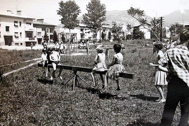 Ko so se otroci v vrtcu igrali na ... letalu!