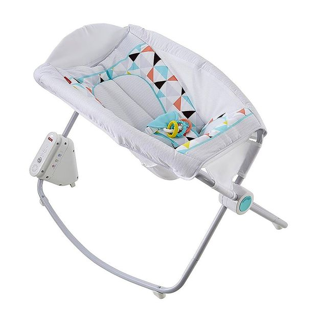 Fisher-Price zaradi več deset smrti v ZDA odpoklical gugalnike za dojenčke