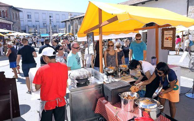 V mestu Odprta kuhna in bosanske dobrote, na podeželju šparglji