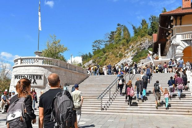 Park Postojnska jama prvič s 14.000 obiskovalci v enem dnevu