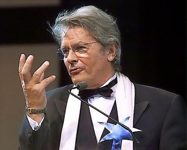 V Cannesu nasprotovanja ob podelitvi častne zlate palme Alainu Delonu