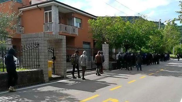 Blizu Trsta prestregli približno 60 migrantov
