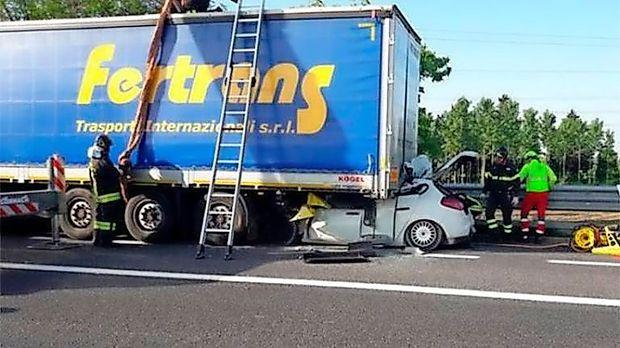 Na avtocesti proti Trstu danes ugasnili dve življenji