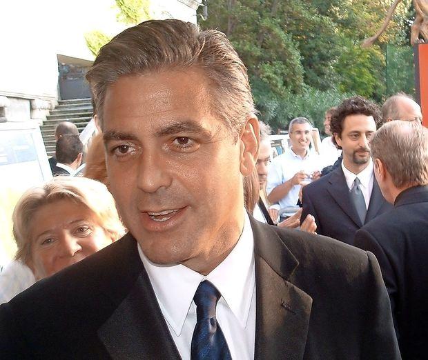 George Clooney se vrača na televizijo z miniserijo Kavelj 22