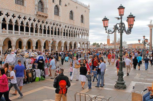 Benetke bodo otežile življenje turistom, ki se ne znajo obnašati