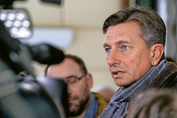 Pahorju tudi večina glasov po pošti iz Slovenije