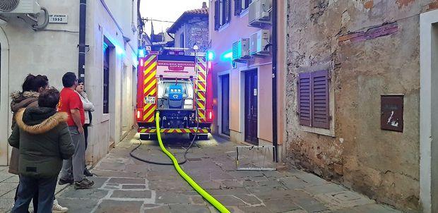 Požar uničil stanovanje v koprskem mestnem jedru